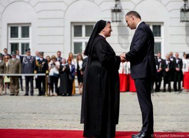 Krzyż Oficerski Orderu Odrodzenia Polski dla s. Michaeli