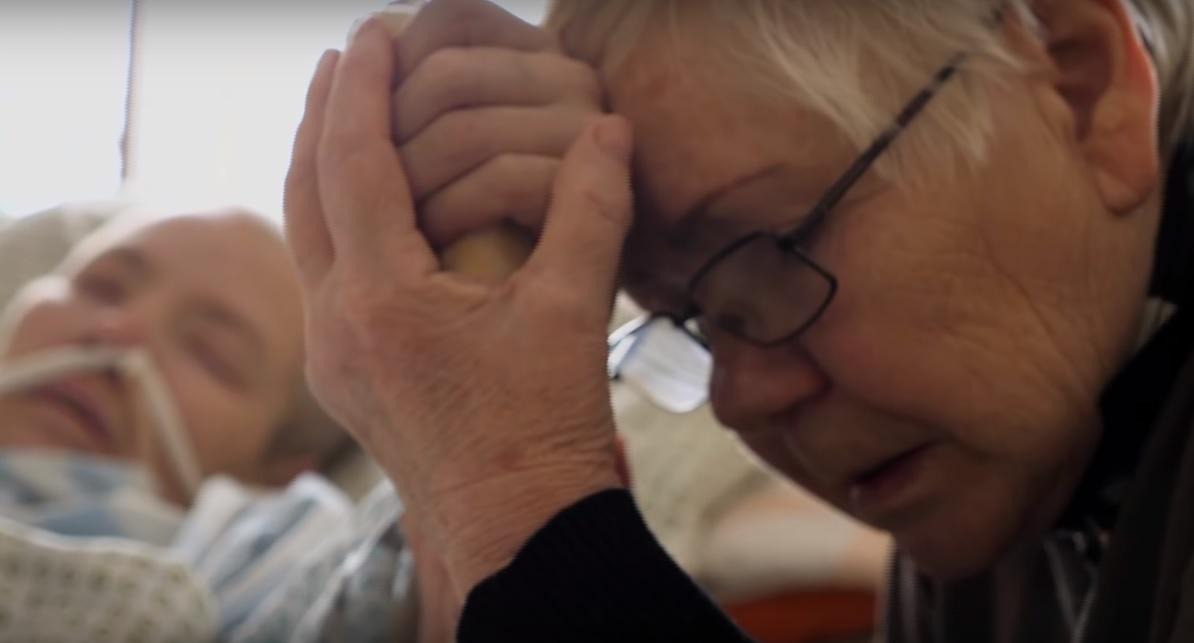 Pogłaszcz mnie po policzku – reportaż o cudach czułości w hospicjum