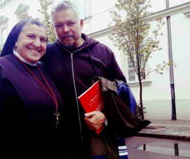 S Michaela Rak i Roman Zięba - Pielgrzym Miłosierdzia i Ambasador hospicjum dla dzieci w Wilnie - Most do Nieba